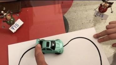 Lustige Musiktheorie mit selbstfahrendem Auto