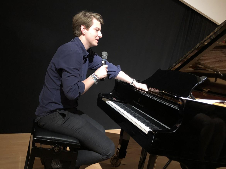 Klavierschüler gestaltet Preisverleihung der Hamburger Autorenvereinigung